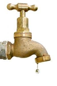 Wasserhahn mit Hauswasserpumpe